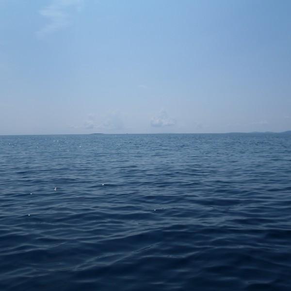 Nějak takto vypadá Lošinj ze vzdálenosti 10km
